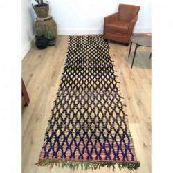 Long tapis berbère techniques mixtes laine et coton lignes épaisses noires et violet