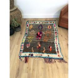 Tapis berbère plein de charme très coloré techniques mixtes tissus recyclés et laine