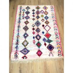 Petit tapis Boucherouite blanc et rose clair aux losanges colorés