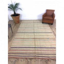 Très grand tapis Kilim berbère fin, fond écru et lignes de couleurs bleu et rouge