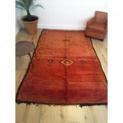 Grand tapis berbère Beni M'Guild rouge orné d'un losange central
