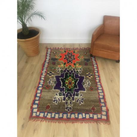 Tapis berbère Boujad original aux motifs ethniques et multiples couleurs