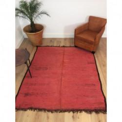 Somptueux tapis Beni M'Guild rouge contour noir