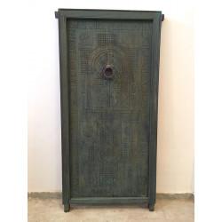 Porte marocaine ancienne teintée avec cadre