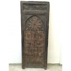 Porte marocaine avec cadre et imposte sculptée