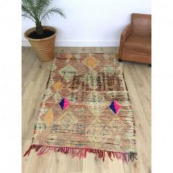 Ancien tapis Boujad teintes claires avec sa touche de rose fluo et bleu électrique