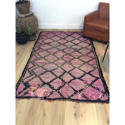 Ancien et authentique tapis berbère aux nuances roses violines et lignes noires